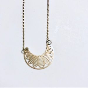 Old Navy Jewelry - Delicate Fan Gold Toned Necklace